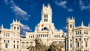 Летим из Москвы в Мадрид со стыковками в Афинах всего за 7600 рублей в две стороны
